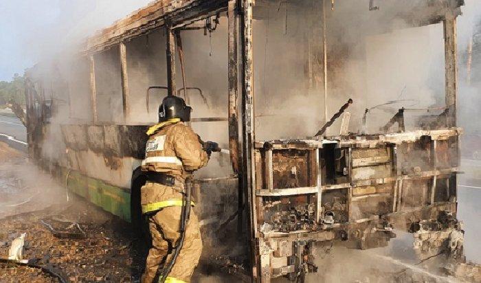 Автобус сгорел натрассе «Байкал» рядом сАнгарском