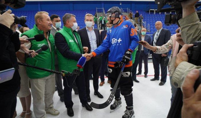 Хоккеисты впервые вышли налед спортивного центра «Байкал»