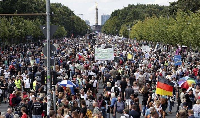 ВБерлине прошел митинг против принимаемыхмер, связанных спандемией (Видео)