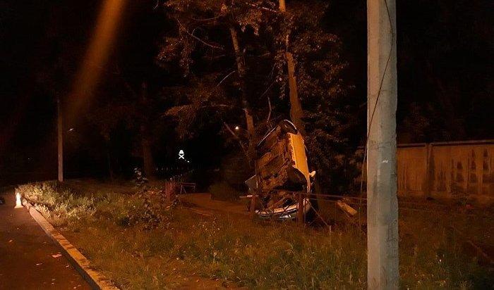 Прошедшей ночью перевернулся автомобиль наулице Полярной вИркутске (Видео)