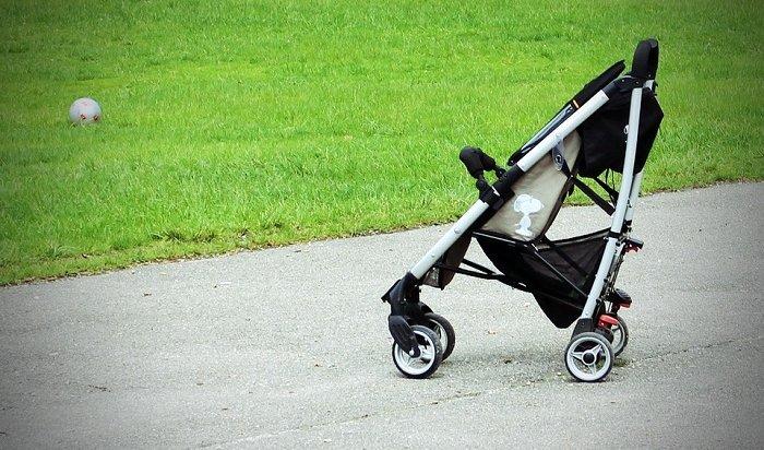 В Ангарске мужчина помог задержать вора ивернуть детскую коляску хозяйке
