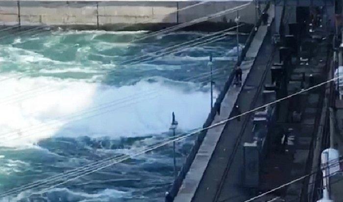 Иркутская ГЭС увеличила сброс воды ссегодняшнего утра