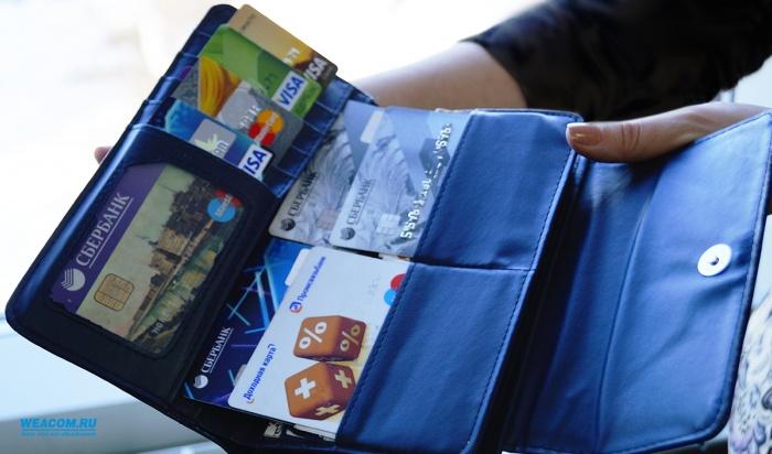 ВИркутске полиция ищет мужчину, который украл упенсионерки карту ипотратил 50тысяч рублей (Видео)