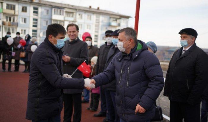 В Тулуне 20 работников социальной сферы получили ключи от новых квартир
