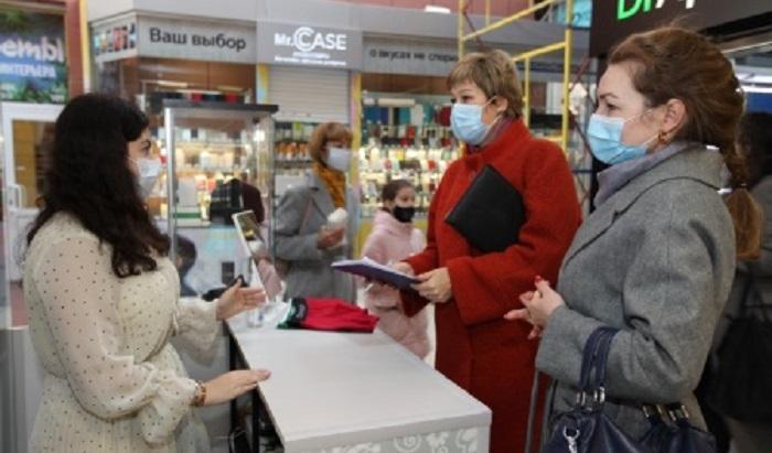 Вторговых центрах Иркутска продолжают контролировать ношения масок