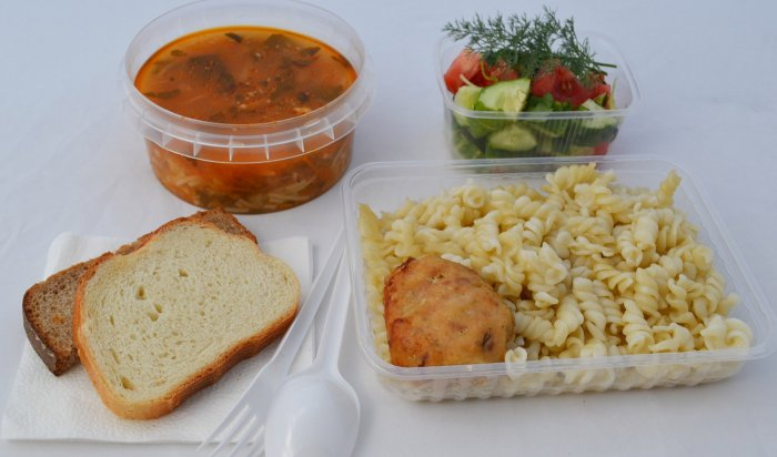 Администрация Иркутска доставляет горячие обеды врачам, борющимся сCOVID-19
