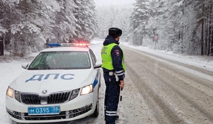 Натрассе Р-258 «Байкал» из-за снегопада временно ограничили движение большегрузов
