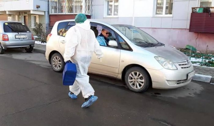 Минздрав Иркутской области опроверг отказ работать сволонтерами, которые помогают врачам
