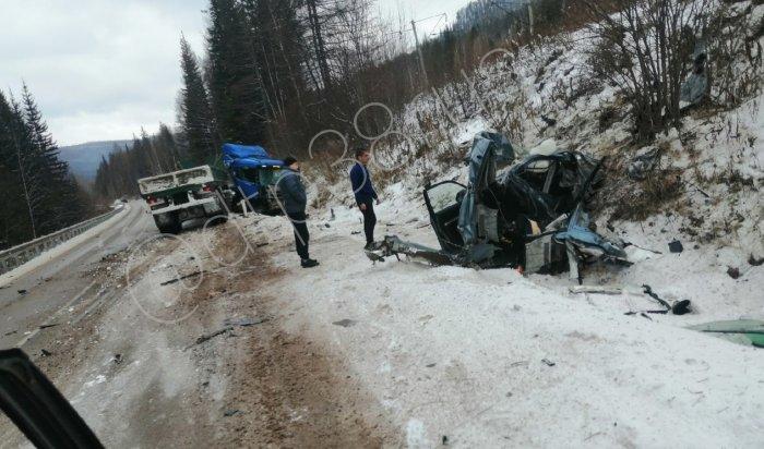Водитель внедорожника погиб вДТП сгрузовиком натрассе Усть-Кут—Братск