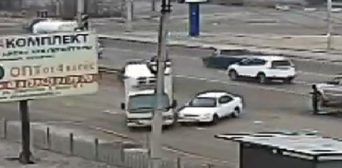 Камера зафиксировала момент ДТП на Трактовой в Иркутске (Видео)