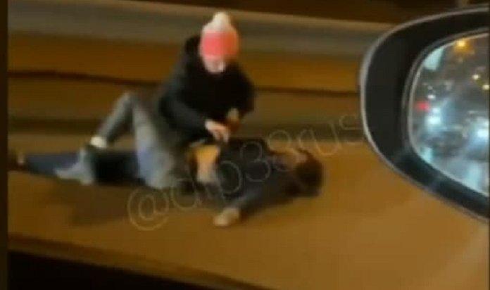 Девушка попала под колеса внедорожника на улице Академической в Иркутске