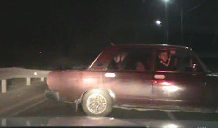 Пьяный лихач устроил погоню потрассе вИркутской области (Видео)