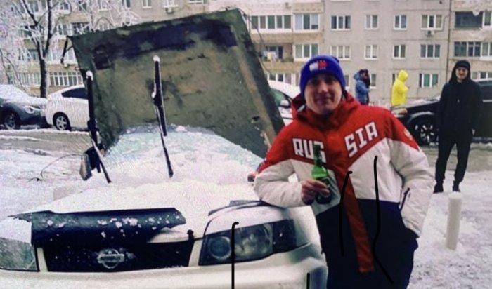ВоВладивостоке наприпаркованный автомобиль упала бетонная плита (Видео)