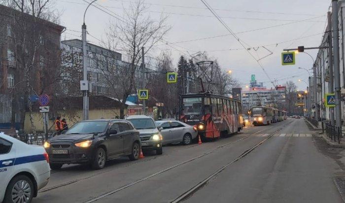 Трамвай столкнулся стремя автомобилями наСтепана Разина вИркутске