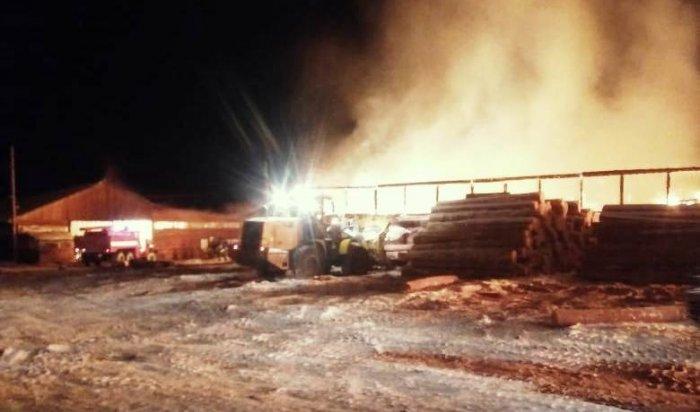 В Киренском районе загорелась пилорама площадью 1000 кв. метров