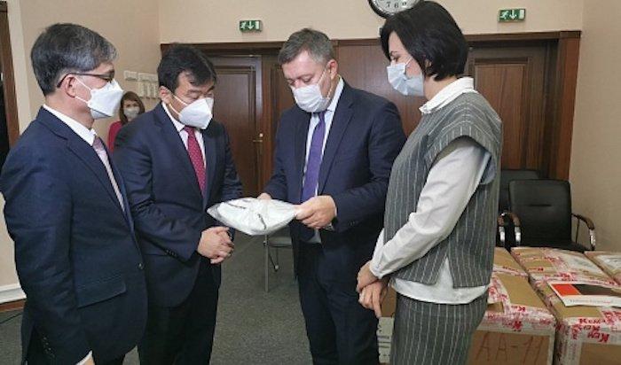 Провинция из Кореи передала 700 защитных костюмов  для иркутских медиков