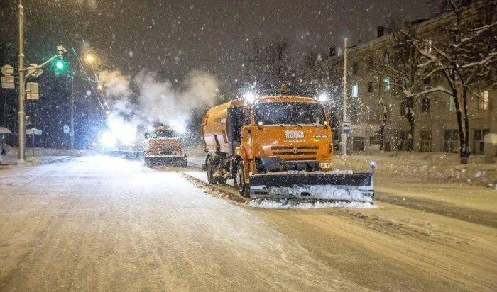 100 снегоуборочных машин выехали на расчистку улиц Иркутска