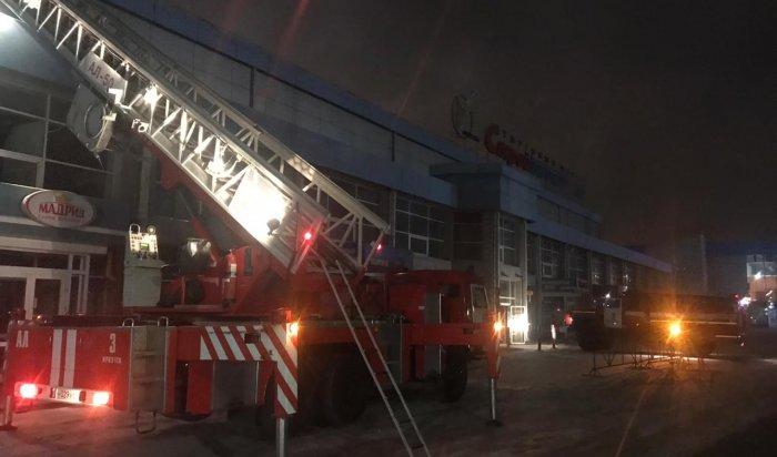 ТЦ«Стройматериалы» горел ночью в Иркутске