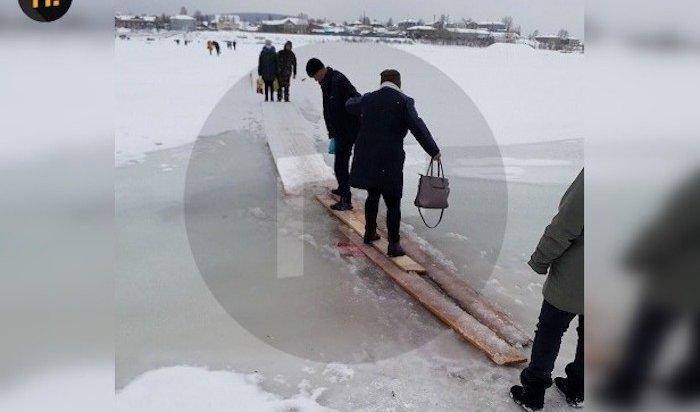 Жители Киренска пожаловались на пешеходные переправы через реки