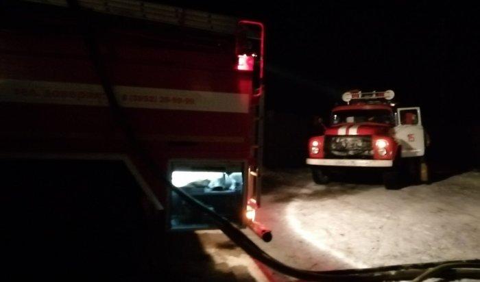 Два деревянных жилых дома идва гаража горели наулице Академика Павлова вИркутске