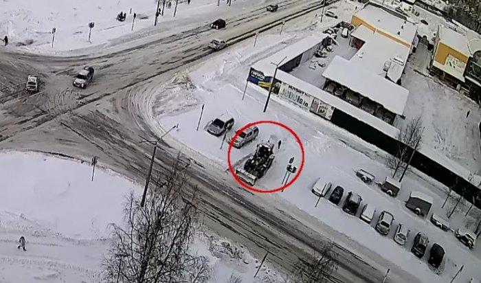 В Карелии снегоуборочный трактор не заметил и задавил 8-летнюю девочку