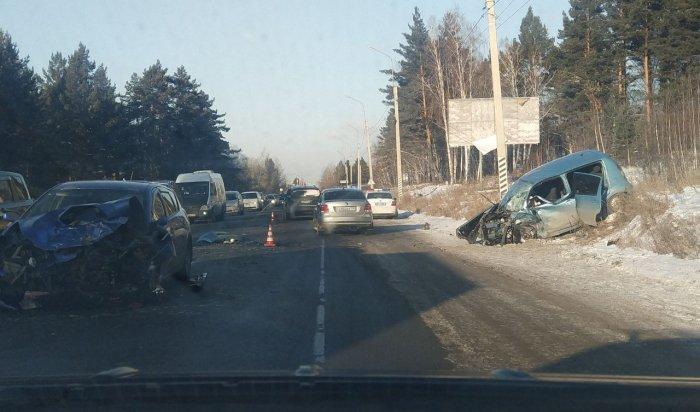 Наавтодороге «Байкал» произошло ДТП сучастием двух легковых автомобилей (Видео)
