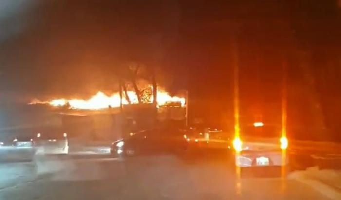 ВИркутске налевом берегу Каи горит двухэтажное здание (Видео)