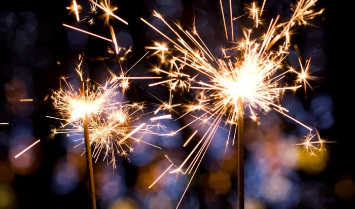 Редакция WEACOM.RU поздравляет всех сНовым годом!