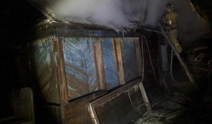 На пожаре в Иркутске пострадали 2 подростка
