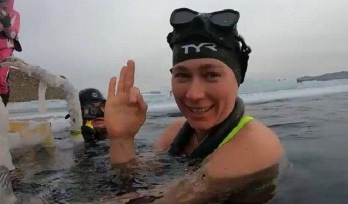 Москвичка установила новый мировой рекорд, проплыв 85метров без гидрокостюма наБайкале