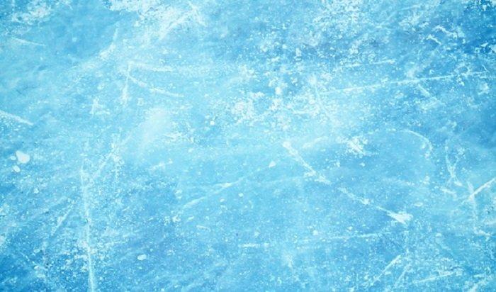 Девушка рассказала отом, как ееиеще пять человек спасли после провала под лед наБайкале (Видео)