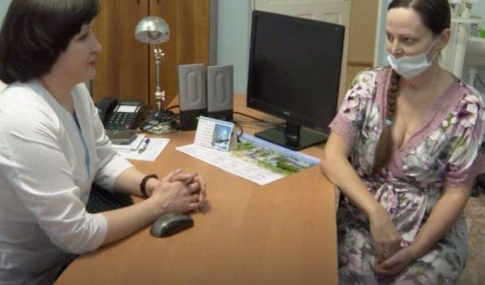 В Иркутске врачи спасли беременную женщину со 100% поражением легких (Видео)