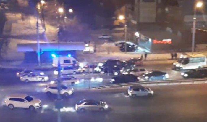 В Иркутске на Байкальской столкнулись восемь автомобилей (Видео)