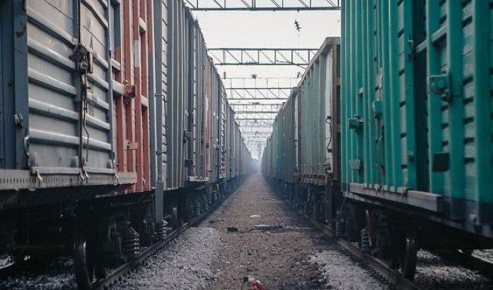 Вагоны грузового поезда сошли с рельсов в Забайкальском крае