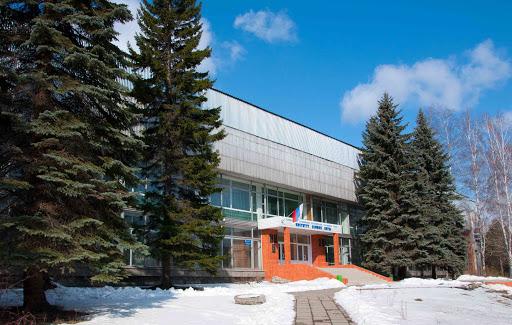 Иркутские активисты ОНФ совместно с учеными организовали для школьников экскурсию в Институт земной коры СО РАН