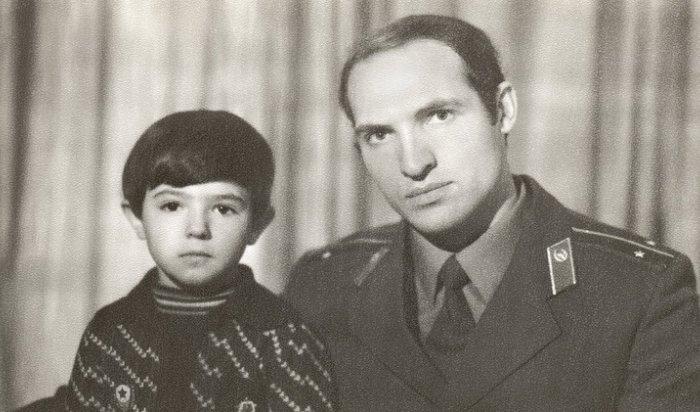 Винтернете появилось архивное фото Лукашенко без усов