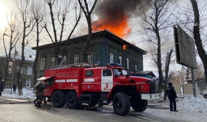 Крупный пожар произошел наулице Декабрьских событий вИркутске (Видео)