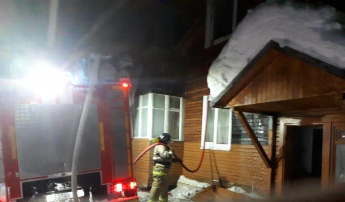Неосторожное обращение с огнём и короткое замыкание электроприбора стали причинами пожаров с гибелью людей за прошедшие сутки