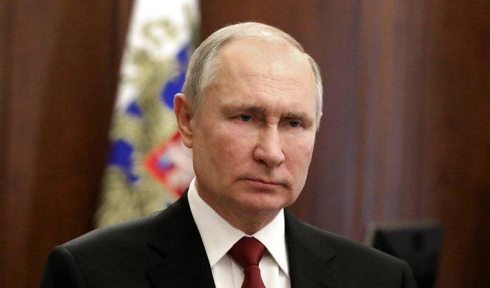 Путин поздравил российских военных сДнем защитника Отечества (Видео)