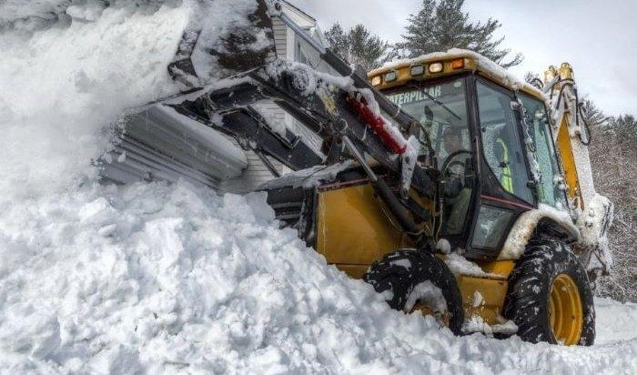 В Иркутске в выходные от снега очистили более 3800 дворов