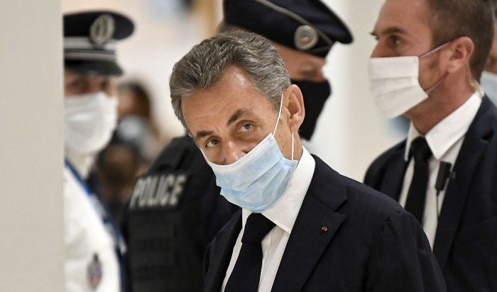 Бывшего президента Франции Николя Саркози осудили натри года
