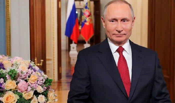 Владимир Путин поздравил россиянок сМеждународным женским днем (Видео)
