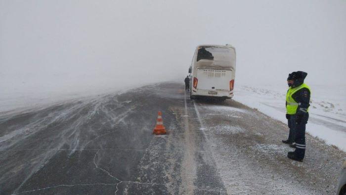 Рейсовый автобус столкнулся с автомобилем в Усольском районе