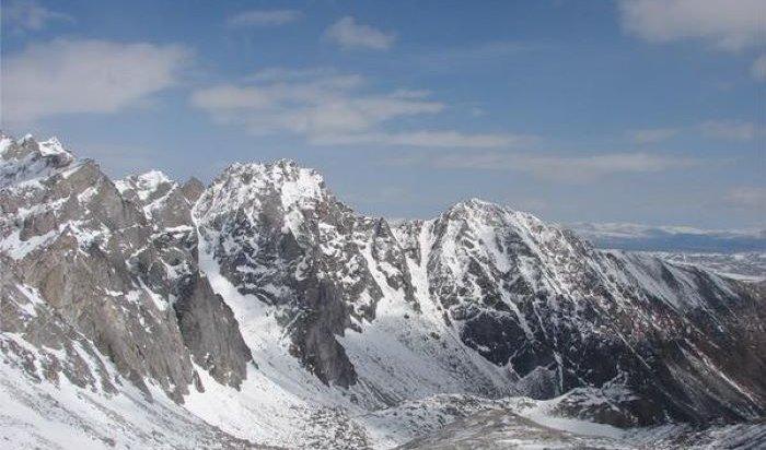 Метеорологи предупреждают о возможном сходе снежных лавин в горах Восточного Саяна и Прибайкалья