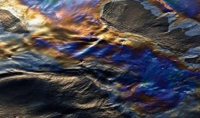 На Байкале в полукилометре от мыса Бурхан обнаружили пятно нефтепродуктов
