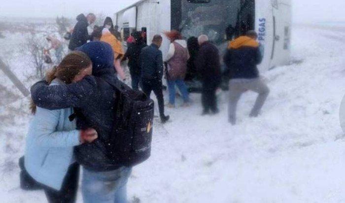 ВТурции перевернулся автобус сроссийскими туристами, погибла одна женщина (Видео)