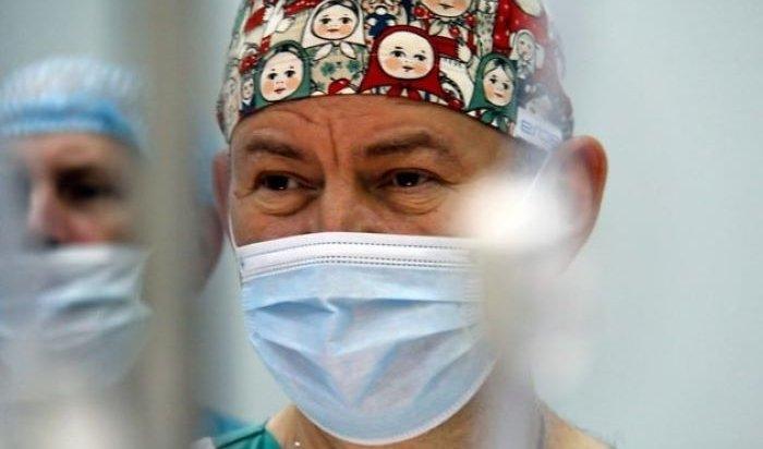 Иркутский хирург Юрий Козлов получил премию «Человек-Поступок»