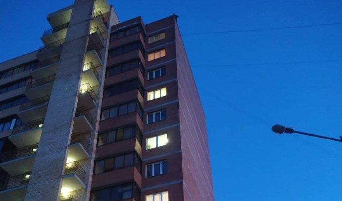 Мужчина пытался спрыгнуть смногоэтажки вЖК«Союз» вИркутске (Видео)