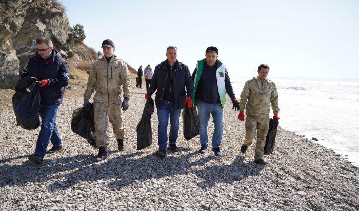 30мешков мусора собрали вовремя субботника вЛиствянке