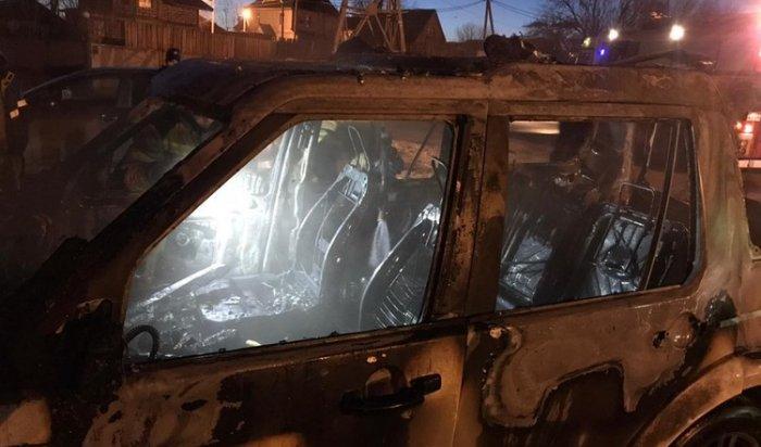 Land Rover Discovery подожгли утром 19 апреля в Иркутске